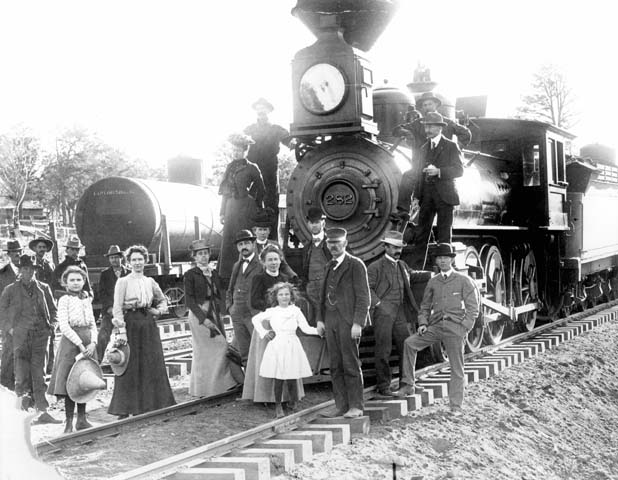 First train to carry passengers from Williams, AZ, to Grand Canyon Village (1901). Credit: photo by GL Rose