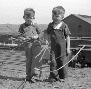 Boys with bows near Dubuque 1940_Library of Congress, John Vachon